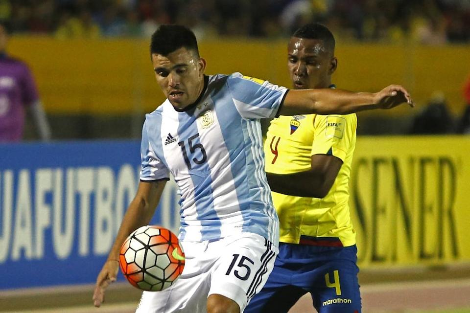 Argentina's Marcos Acuna (L) is marked by Ecuador's Pedro Velasco during their FIFA 2018 World Cup qualifier match, in Quito, on October 10, 2017 (AFP Photo/Cristina VEGA)
