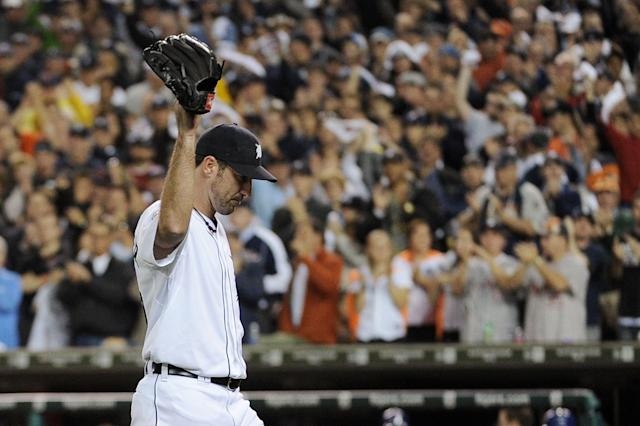 DETROIT, MI - OCTOBER 13: Justin Verlander #35 of the Detroit Tigers waves to the crowd after being pulled in the eighth inning of Game Five of the American League Championship Series at Comerica Park on October 13, 2011 in Detroit, Michigan. (Photo by Harry How/Getty Images)