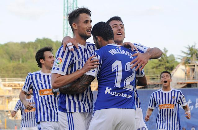 Soccer Football - La Liga Santander - Real Sociedad vs Atletico Madrid - Anoeta Stadium, San Sebastian, Spain - April 19, 2018 Real Sociedad's Willian Jose celebrates scoring their first goal with Adnan Januzaj and team mates REUTERS/Vincent West