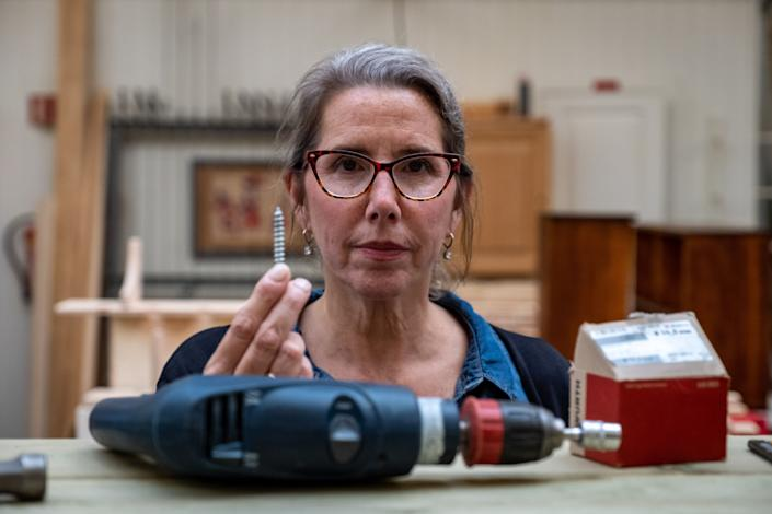 Marirosa Lamas, superintendent of SCI Chester, with tools and screws available to inmates in the wood shop at Ringerike. (Photo: SVT/John Stark)