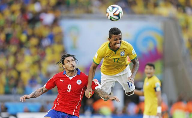 Brazil's Luiz Gustavo and Chile's Mauricio Pinilla go for a header during the World Cup round of 16 soccer match between Brazil and Chile at the Mineirao Stadium in Belo Horizonte, Brazil, Saturday, June 28, 2014. (AP Photo/Frank Augstein)