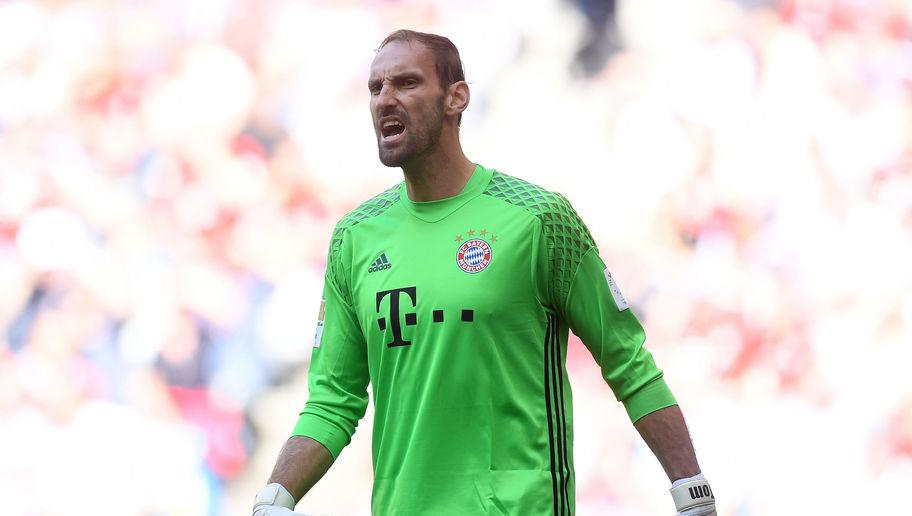 "​Bayern Munich goalkeeper Tom Starke looks set to come out of retirement as his old club is faced with an injury crisis ahead of pre-season tours of China and Singapore.  Speaking to ​kicker, Starke said: ""The club asked me if I would make myself available again because our three goalkeepers are all injured. Of course, I had to say yes. The club has given me so much, and now I can happily give something back.""  Bayern Munich's Tom Starke may come out of retirement in keeper crisis..."