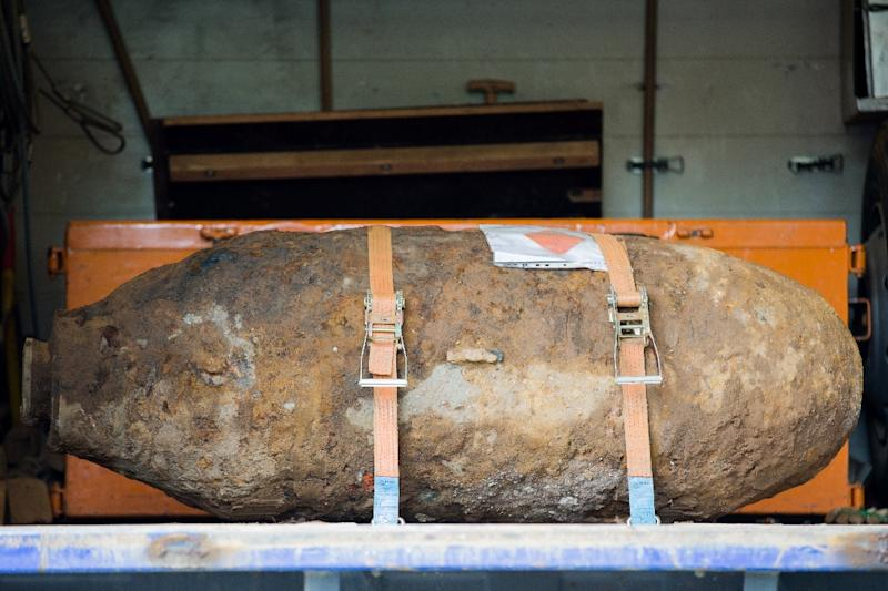 A disarmed World War II bomb is pictured on the platform of a truck near Muehlheim Bridge in Cologne, western Germany, on May 27, 2015 (AFP Photo/Rolf Vennenbernd)