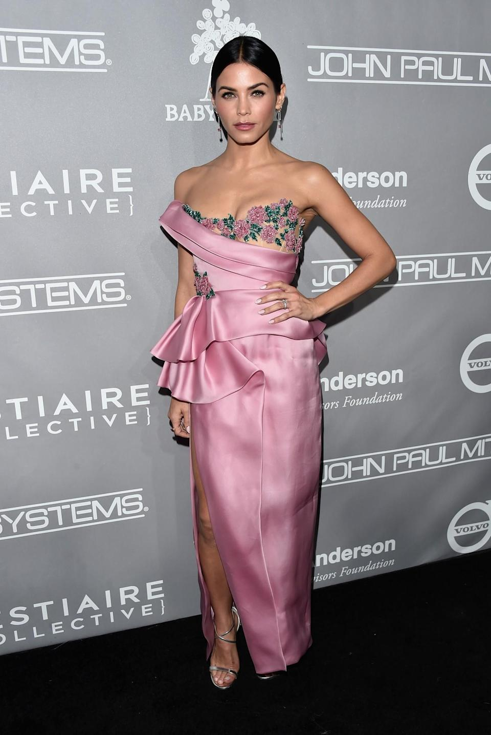 <p>Jenna's satin pink Marchesa gown dominated the night with its floral-encrusted bustier and feminine ruffles making it the dress of many people's dreams. <i>[Photo: Getty]</i> </p>