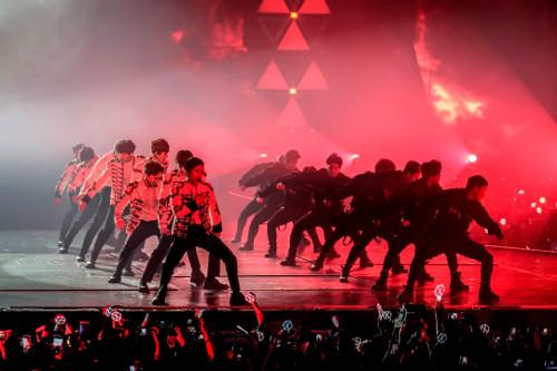 "EXO performing one of their biggest hits, ""Growl""."