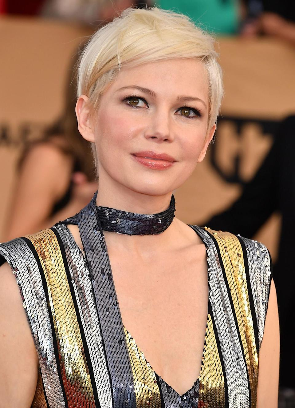 <p>Michelle Williams looked absolutely stunning with her perfectly styled pixie cut and just the right amount of black eyeliner. [Photo: Getty] </p>