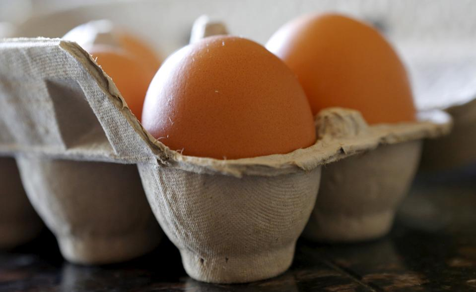 Brown eggs are shown in their carton in a home in Palm Springs, California August 17, 2015. Limited supplies of baby poultry and barn space to house them will hamper U.S. farmers' efforts to rebuild ravaged egg supplies after the nation's worst-ever outbreak of bird flu.  REUTERS/Sam Mircovich