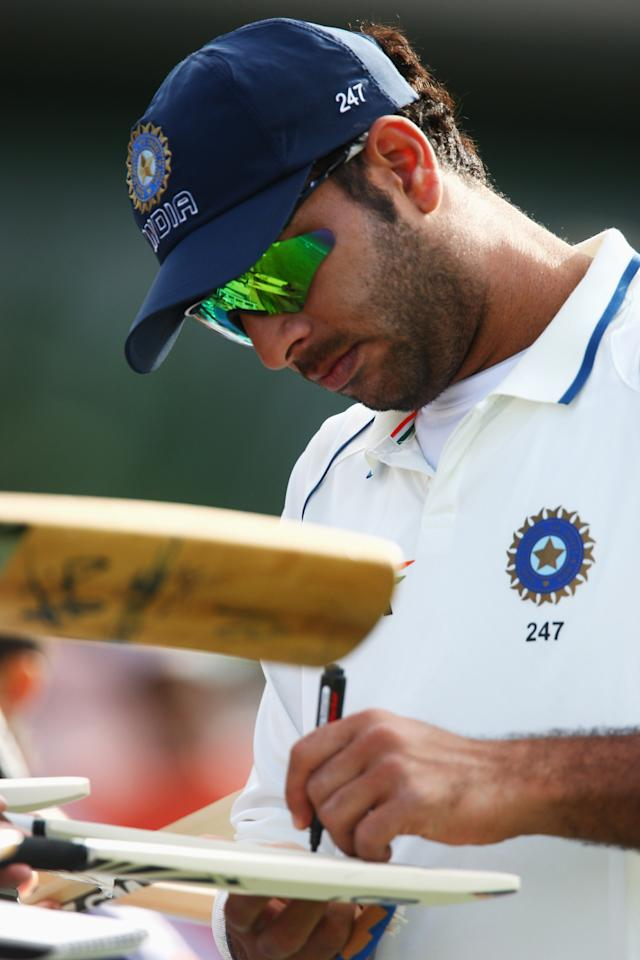 HAMILTON, NEW ZEALAND - MARCH 20:  Yuvraj Singh of India signs his autograph for fans during day three of the First Test match between New Zealand and India at Seddon Park on March 20, 2009 in Hamilton, New Zealand.  (Photo by Sandra Mu/Getty Images)