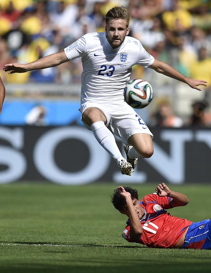 England's Luke Shaw controls the ball over Costa Rica's Yeltsin Tejeda during the group D World Cup soccer match between Costa Rica and England at the Mineirao Stadium in Belo Horizonte, Brazil, Tuesday, June 24, 2014. (AP Photo/Martin Meissner)