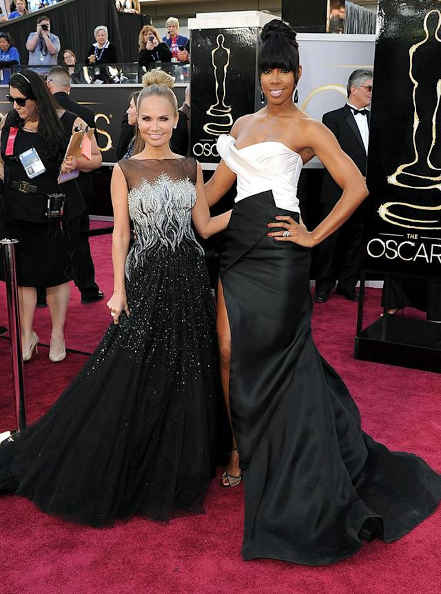 Kristin Chenoweth (L) and Kelly Rowland arrive at the Oscars in Hollywood, California, on February 24, 2013.
