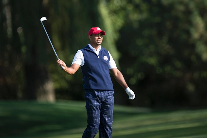 Tiger Woods eagles the last to share lead at Tour Championship