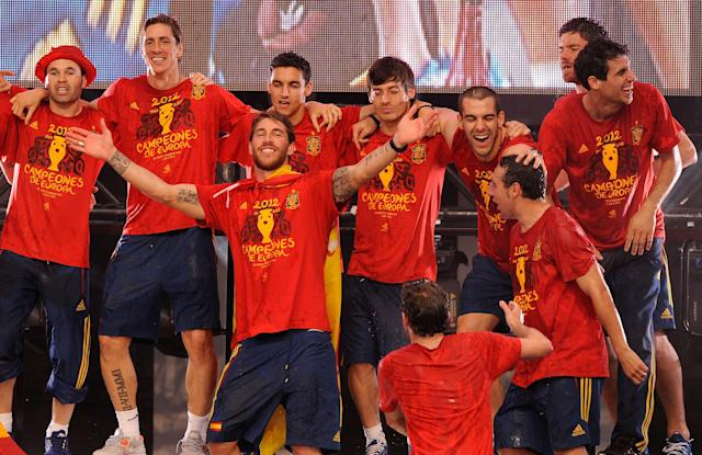 MADRID, SPAIN - JULY 02: Spain's Sergio Ramos (C) celebrates with teammates on an during their victory parade in Cibeles square on July 2, 2012 in Madrid, Spain. Spain beat Italy 4-0 in the UEFA EURO 2012 final match in Kiev, Ukraine July 1, 2012. (Photo by Denis Doyle/Getty Images)
