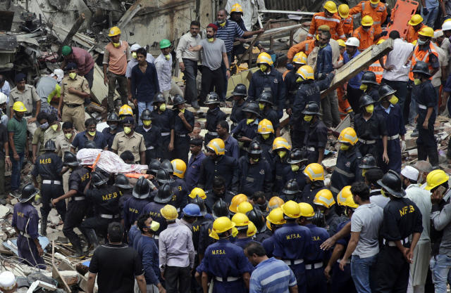 <p>Rescue workers recover the body of a victim from the site of a building collapse in Mumbai, India, Aug. 31, 2017. (Photo: Rafiq Maqbool/AP) </p>