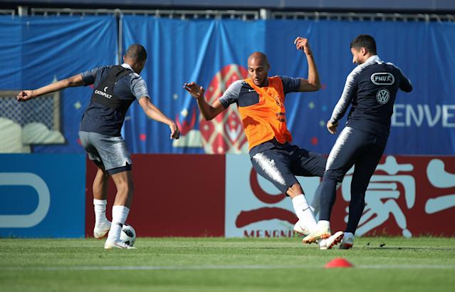 Soccer Football - World Cup - France Training - France Training Camp, Moscow, Russia - June 18, 2018 France's Steven Nzonzi with team mates during training REUTERS/Albert Gea