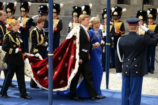 King Willem-Alexander of the Netherlands arrives with his wife Queen Maxima for his inauguration ceremony on April 30, 2013 at Nieuwe Kerk (New Church) in Amsterdam.    AFP PHOTO / PATRIK STOLLARZ