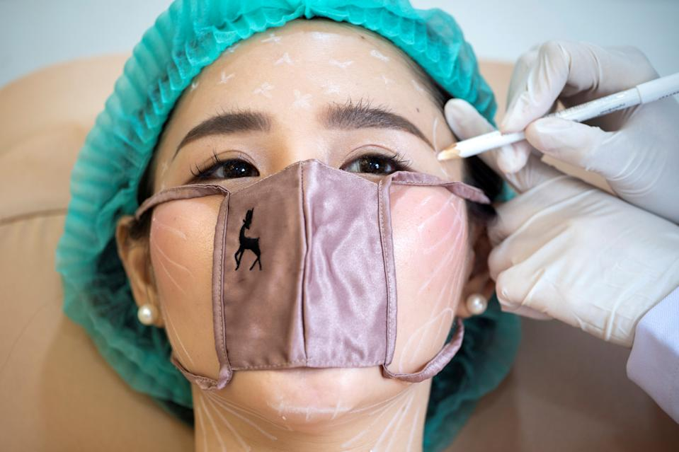 A customer wears a mini face mask during a treatment at the Waleerat beauty clinic after the Thai government eased isolation measures, amid the coronavirus disease (COVID-19) outbreak in Bangkok, Thailand, June 2, 2020. Picture taken June 2, 2020. REUTERS/Athit Perawongmetha     TPX IMAGES OF THE DAY