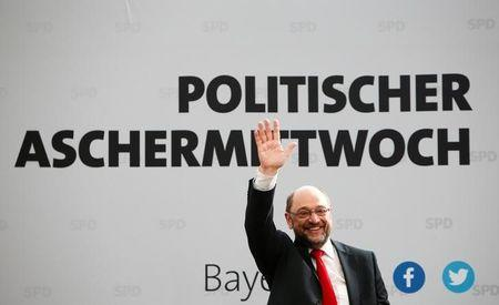 Social Democratic Party (SPD) leader Martin Schulz waves during a  traditional Ash Wednesday meeting in Vilshofen