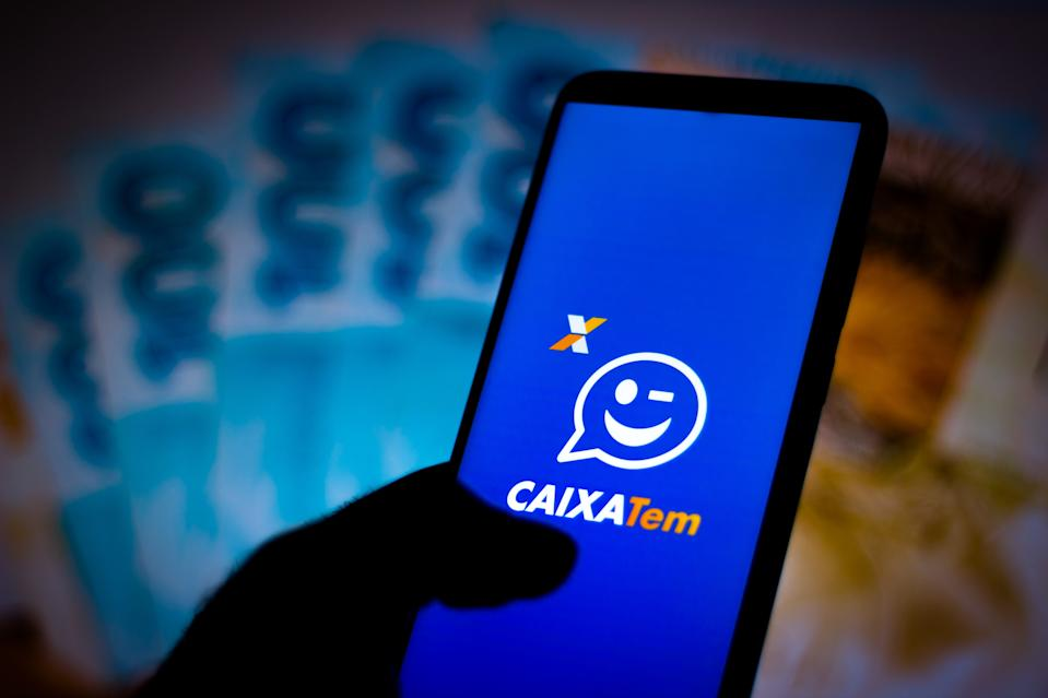 BRAZIL - 2020/04/23: In this photo illustration the a CAIXA Tem application logo seen displayed on a smartphone. (Photo Illustration by Rafael Henrique/SOPA Images/LightRocket via Getty Images)