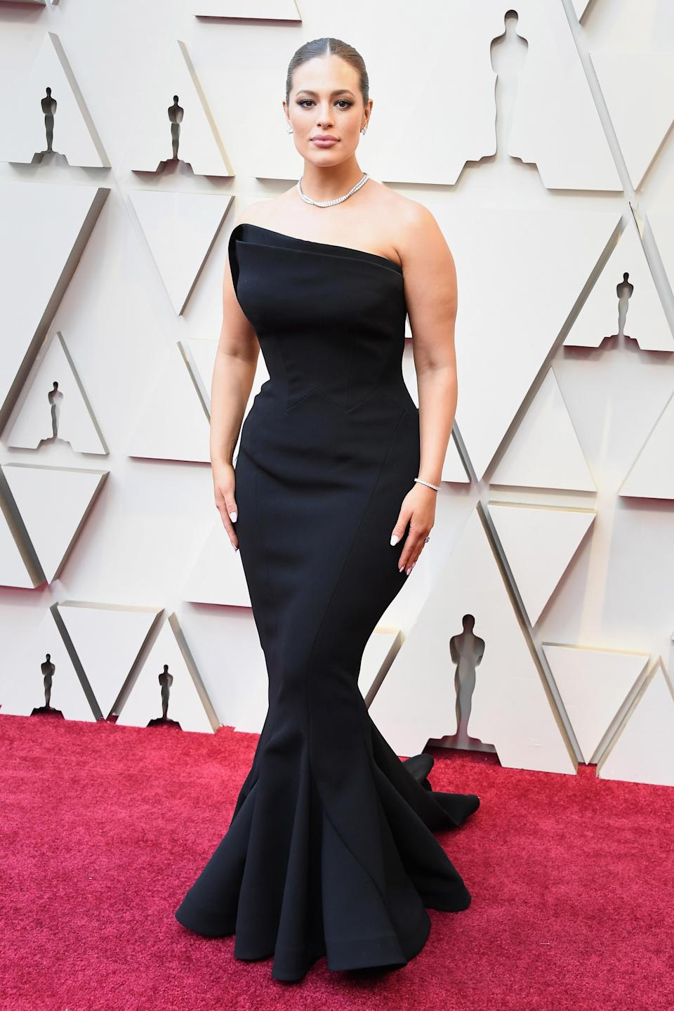 <p>The supermodel looked like a bonafide movie star in an asymmetrical black strapless gown. (Image via Getty Images) </p>