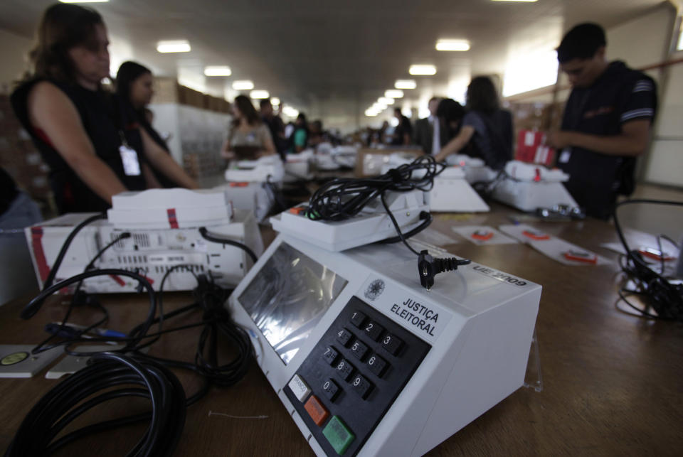 Brazilian electoral workers seal electronic ballot boxes in Brasilia September 22, 2010. Brazil will hold the general elections on October 3. REUTERS/Ricardo Moraes (BRAZIL - Tags: POLITICS ELECTIONS)