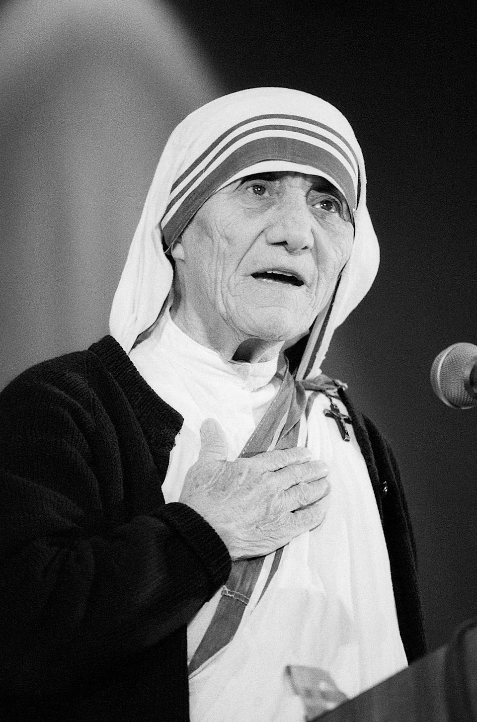 (Original Caption) 6/21/1985 - Washington, DC - Mother Teresa attending the National Right to Life convention in Washington DC.