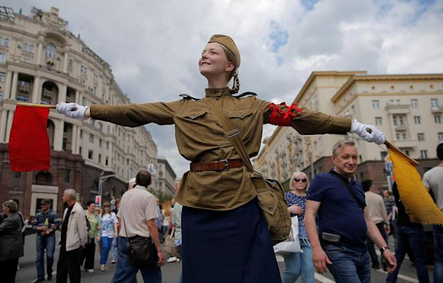 <p>A performer dressed in a historical uniform takes part in a re-enactment festival which coincides with an anti-corruption protest organised by opposition leader Alexei Navalny, on Tverskaya Street in central Moscow, Russia, June 12, 2017. (Maxim Shemetov/Reuters) </p>