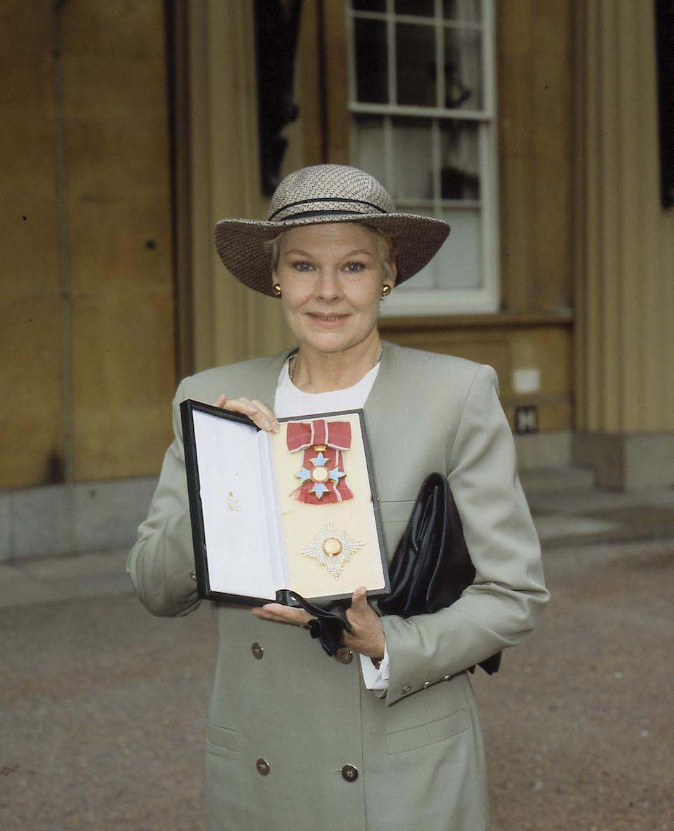 <p>Dench posed in front of Buckingham Palace after receiving her Dame Commander of the Order of the British Empire.<br></p>