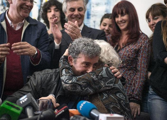 Estela de Carlotto (R) the president of Abuelas de Plaza de Mayo, hugs her grandson Guido, the son of her daughter Laura missing in 1976, during a press conference in Buenos Aires on August 8, 2014 (AFP Photo/Leo la Valle)