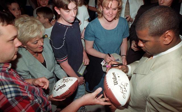 Mike Jones was in high demand after his tackle that ended Super Bowl XXXIV. (AP)