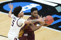 Loyola of Chicago's Keith Clemons, right, passes the ball away form Illinois' Andre Curbelo (5) during the first half of a college basketball game in the second round of the NCAA tournament at Bankers Life Fieldhouse in Indianapolis Sunday, March 21, 2021. (AP Photo/Mark Humphrey)