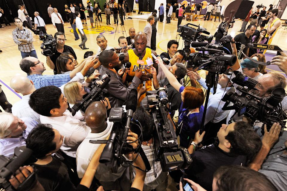 EL SEGUNDO, CA - SEPTEMBER 29:  Lamar Odom #7 (C) of the Los Angeles Lakers is surrounded by a crush of reporters during Lakers media day at the Lakers training facility on September 29, 2009 in El Segundo, California.  Odom married Khloe Kardashian over the weekend. NOTE TO USER: User expressly acknowledges and agrees that, by downloading and/or using this Photograph, user is consenting to the terms and conditions of the Getty Images License Agreement.  (Photo by Kevork Djansezian/Getty Images)