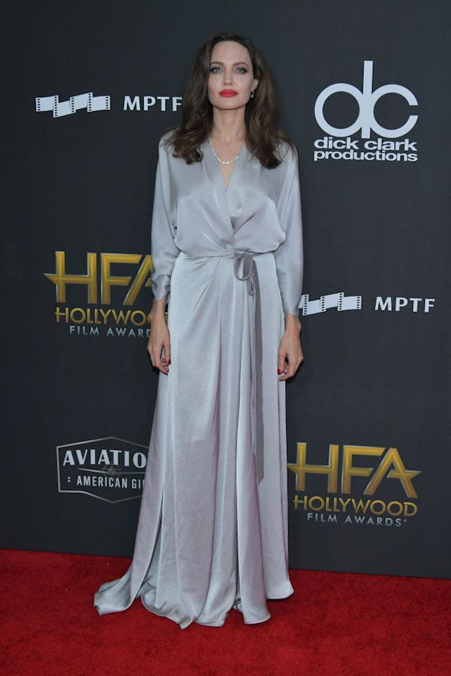 <p>Jolie channeled old Hollywood glam in a Jenny Packham silver dress, paired with a classic red lip and big waves. (Photo: Getty Images) </p>