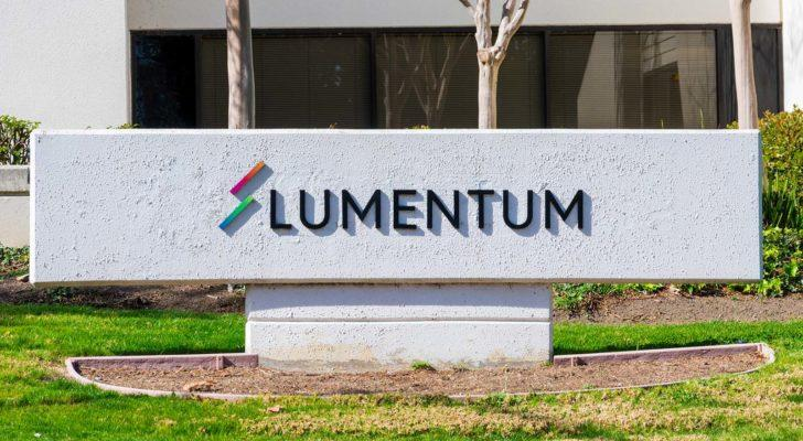 Image of Lumentum (LITE) logo out front of a grey corporate building