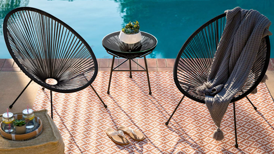 The geometric design of this seat is weather-resistant plastic so you don't need to worry about fabric getting rained on or splashed with pool water.