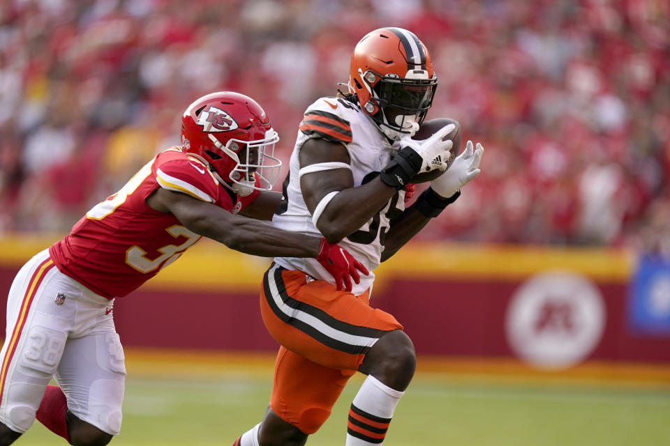 Cleveland Browns tight end David Njoku, right, catches a pass as Kansas City Chiefs cornerback L'Jarius Sneed defends during the second half of an NFL football game Sunday, Sept. 12, 2021, in Kansas City, Mo. (AP Photo/Charlie Riedel)