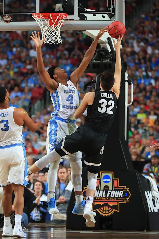 <p>Zach Collins #32 of the Gonzaga Bulldogs shoots against Isaiah Hicks #4 of the North Carolina Tar Heels in the first half during the 2017 NCAA Men's Final Four National Championship game at University of Phoenix Stadium on April 3, 2017 in Glendale, Arizona. (Photo by Ronald Martinez/Getty Images) </p>