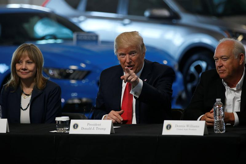 U.S. President Donald Trump talks with auto industry leaders, including General Motors CEO Mary Barra (L) and United Auto Workers (UAW) President Dennis Williams (R) at the American Center for Mobility in Ypsilanti Township, Michigan, U.S., March 15, 2017. REUTERS/Jonathan Ernst