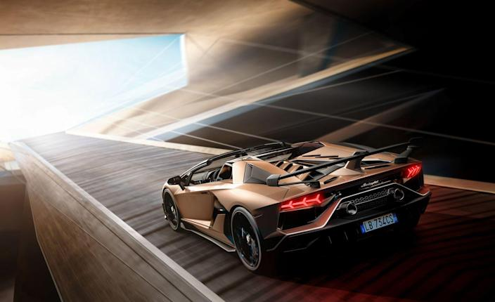 <p>Lamborghini says the Roadster will hit 62 mph in 2.9 seconds, just a tenth slower than its time for the coupe, while the Roadster's top speed is the same 217 mph as the hardtop's. (No word on how close the Roadster will get to the coupe's record-smashing Nürburgring time.)</p>