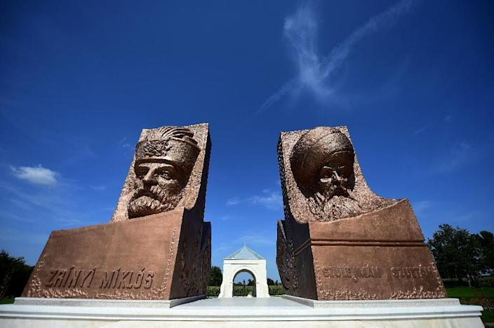 Statues of Ottoman Sultan Suleiman (R) and his opponent Miklos Zrinyi, at the Hungarian-Turkish friendship park near Szigetvar (AFP Photo/Attila Kisbenedek)