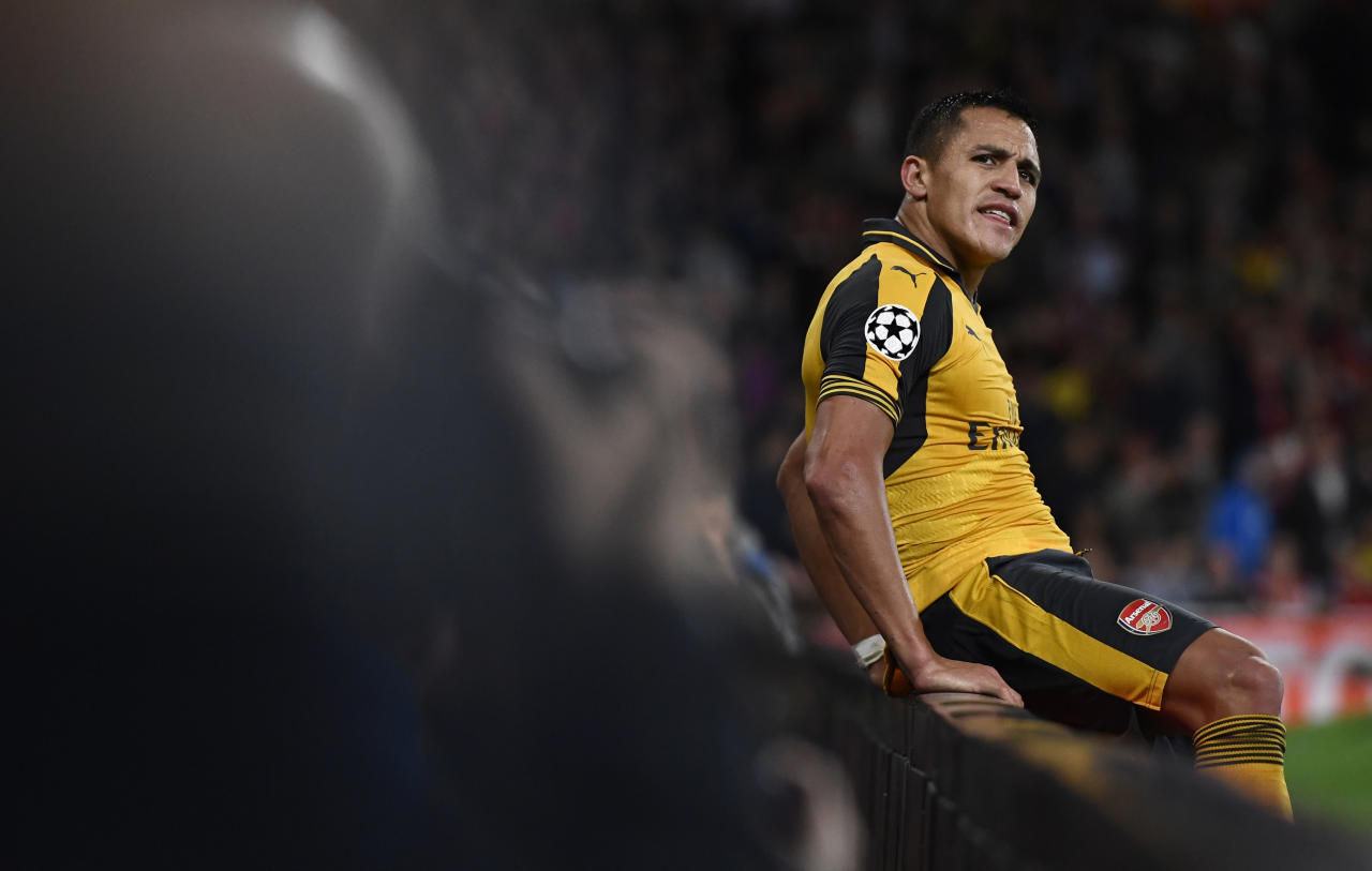 Britain Soccer Football - Arsenal v FC Basel - UEFA Champions League Group Stage - Group A - Emirates Stadium, London, England - 28/9/16 Arsenal's Alexis Sanchez after missing a chance to score  Reuters / Dylan Martinez Livepic EDITORIAL USE ONLY.