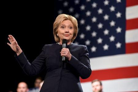 U.S. Democratic presidential candidate Hillary Clinton speaks at the Rochester Opera House campaign town hall meeting in Rochester, New Hampshire January 22, 2016.   REUTERS/Faith Ninivaggi