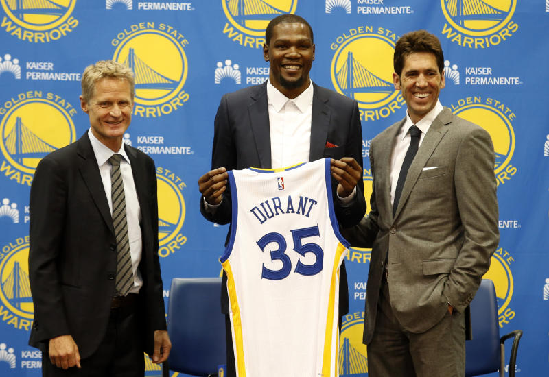 Golden State Warriors' newest player Kevin Durant, center, joins head coach Steve Kerr, left and general manager Bob Myers during a news conference at the NBA basketball team's practice facility, Thursday, July 7, 2016, in Oakland, Calif. (AP Photo/Beck Diefenbach)