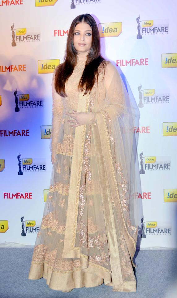 Aishwarya sports the new shade trend in a traditional Indian outfit.