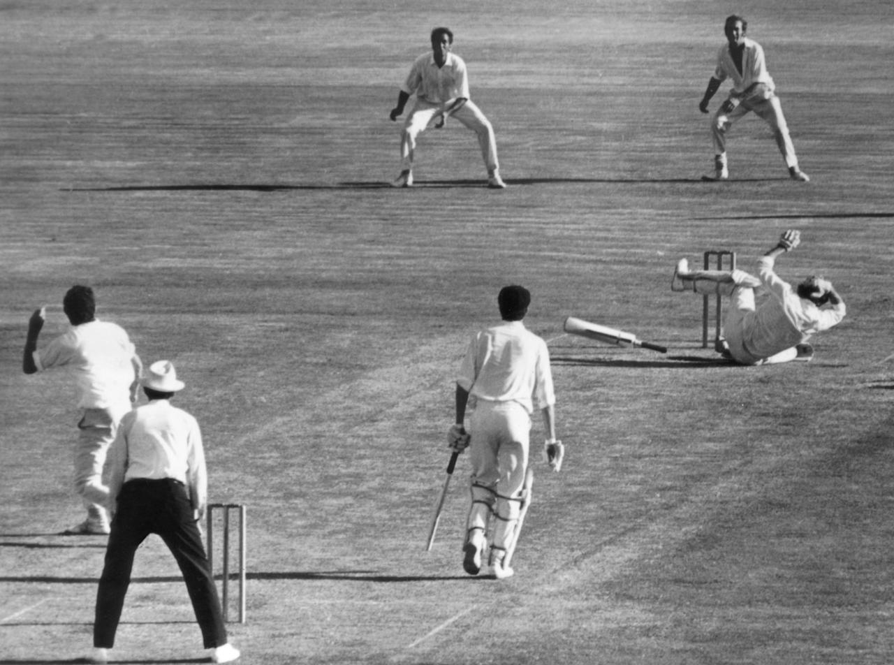 Australian cricketer Terry Jenner is struck on the head by a ball from John Snow, during the Final Test Match against England at Sydney, 20th February 1971. (Photo by Hulton Archive/Getty Images)