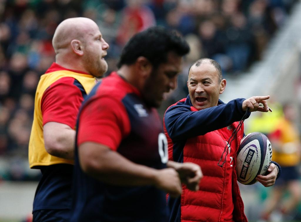 Crystal Palace manager Alan Pardew has this week enlisted the help of England rugby coach Eddie Jones (R) to deliver a motivational talk to his players (AFP Photo/Adrian Dennis)