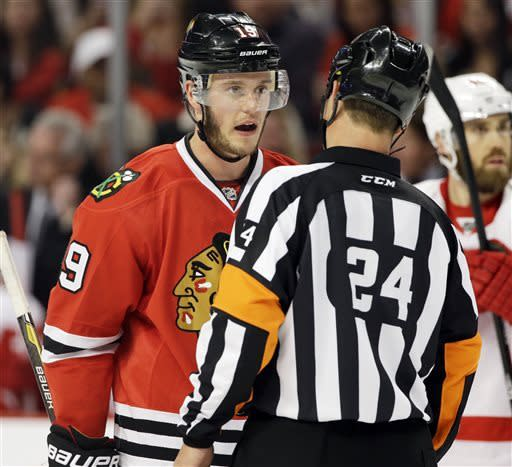 Chicago Blackhawks' Jonathan Toews, left, talks with referee Stephen Walkom during the second period of Game 5 of the NHL hockey Stanley Cup playoffs Western Conference semifinals against the Detroit Red Wings in Chicago, Saturday, May 25, 2013. (AP Photo/Nam Y. Huh)
