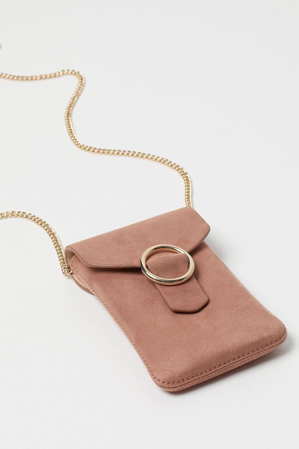 <p>Protect your phone with this super cute <span>Smartphone Bag</span> ($18)</p>
