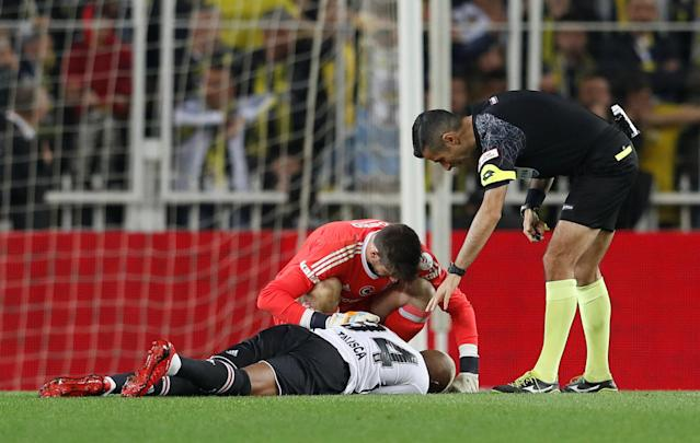 Soccer Football - Turkish Cup - Semi Final - Fenerbahce vs Besiktas - Sukru Saracoglu Stadium, Istanbul, Turkey - April 19, 2018 Besiktas' Anderson Talisca on the floor after sustaining an injury REUTERS/Murad Sezer