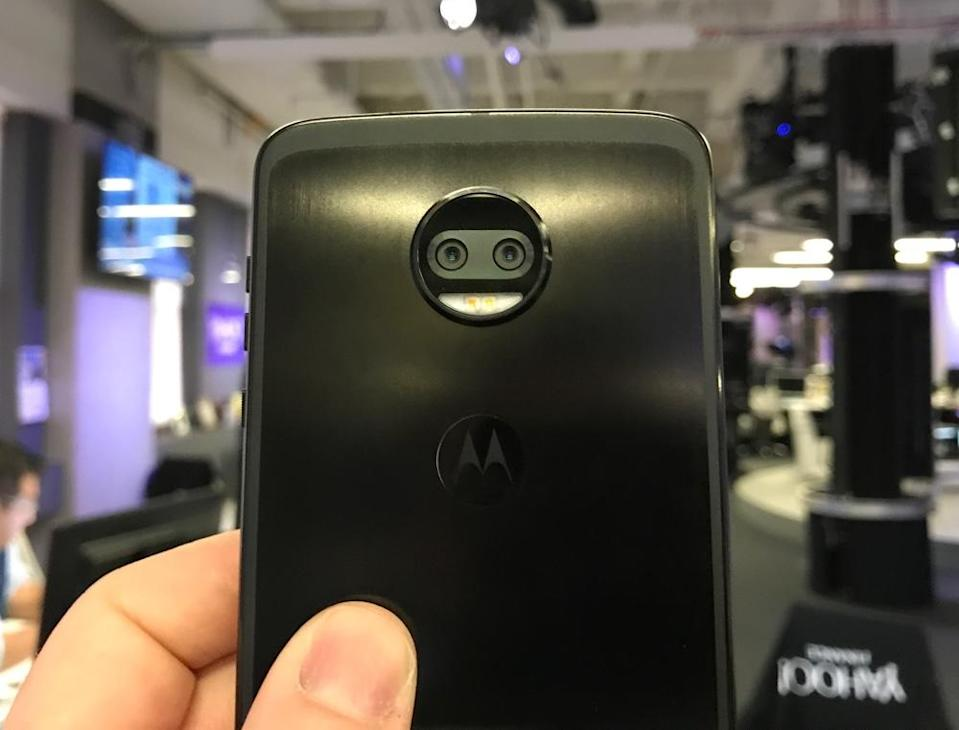 Motorola equipped the Z2 Force with a dual-lens camera.