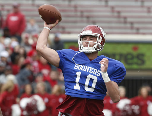 Oklahoma quarterback Austin Kendall passes in the Oklahoma NCAA college football spring intra-squad game in Norman, Okla., Saturday, April 14, 2018. (AP Photo/Sue Ogrocki)